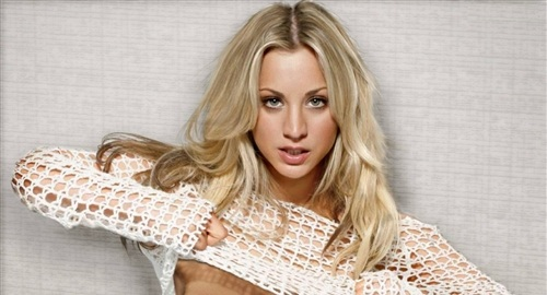 kaley_cuoco_breast_flash2