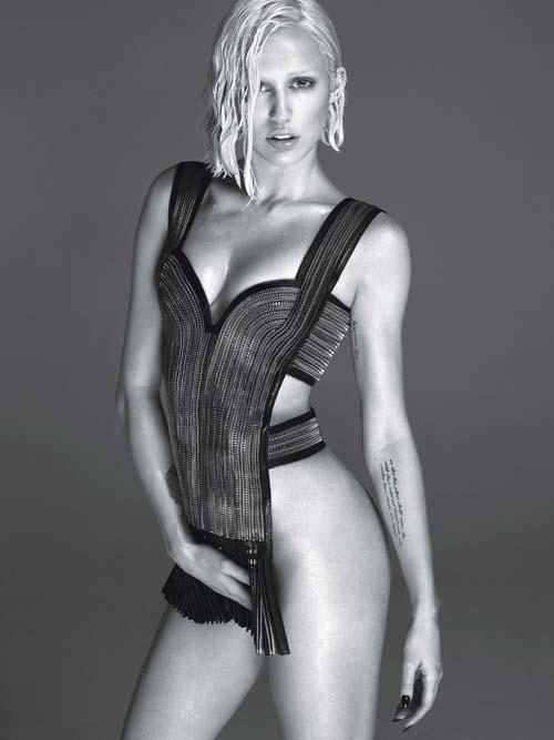 MileyCyrusNude03