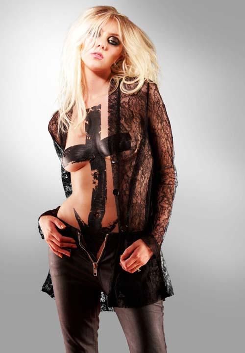 Taylor-Momsen-Bodypaint3