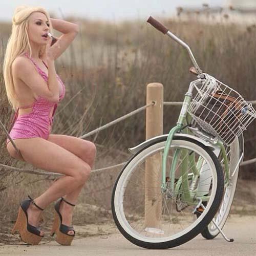 Courtney_Stodden_Rides_Bike_4