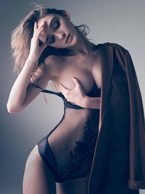 Paula-Bulczynska-topless-02
