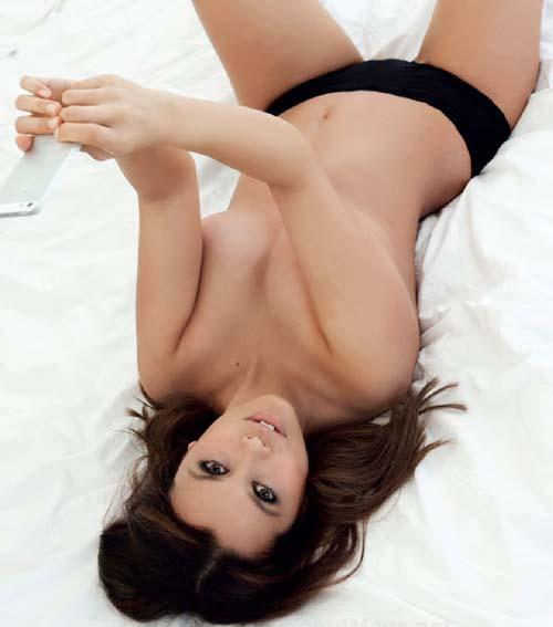 Annette-Melton-topless-maxim-au