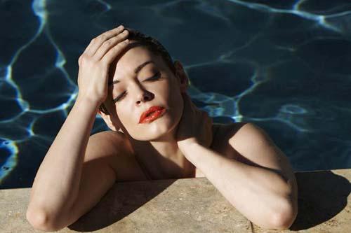 Rose-McGowan-Nude-Flaunt-1