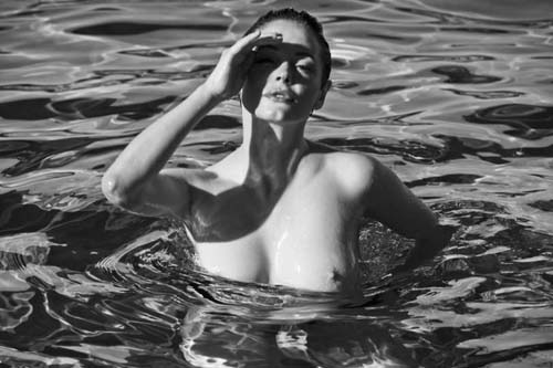 Rose-McGowan-Nude-Flaunt-5