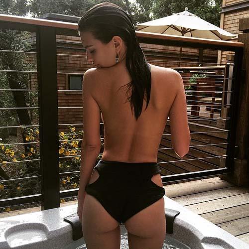 Emily-Ratajkowski-Outdoor-showers-2