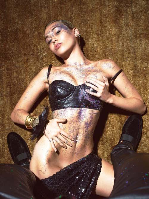 Miley-Cyrus-Topless-W-Magazine-001