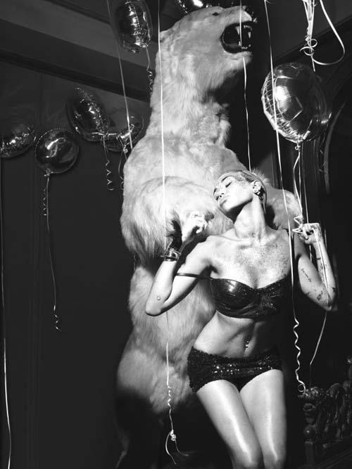 Miley-Cyrus-Topless-W-Magazine-003