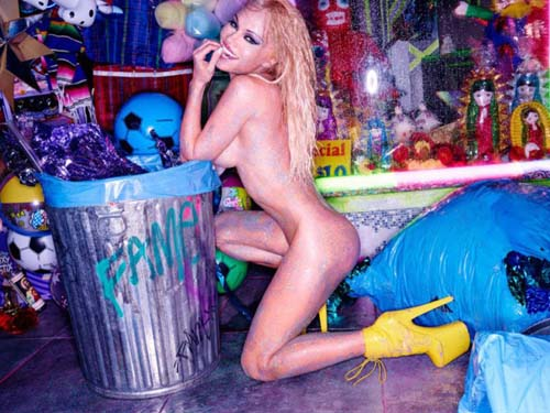 Pamela-Anderson-Nude-Flaunt