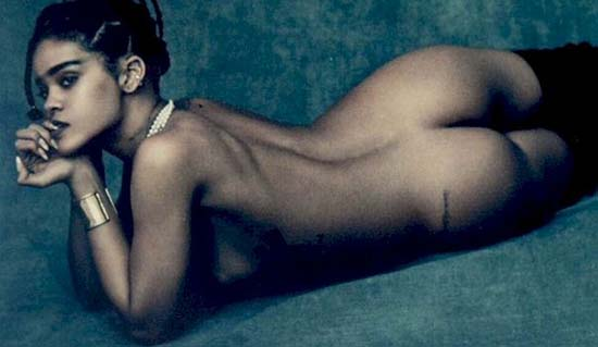 rihanna-nude-anti-tour-book