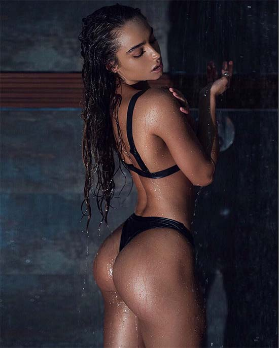 sommer-ray-nude-ass
