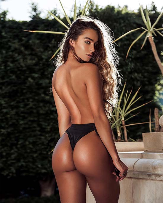 Sommer Ray Teases Us With Her Ridiculous Hotness