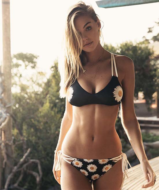 Elizabeth Turner sexy body