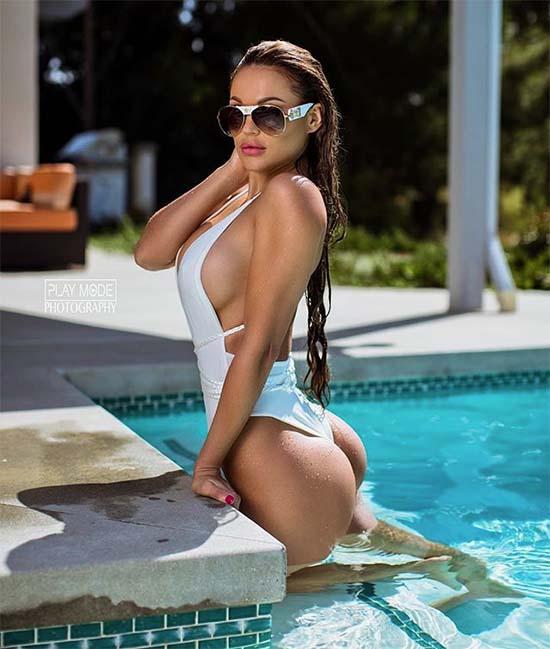Julia Gilas ass