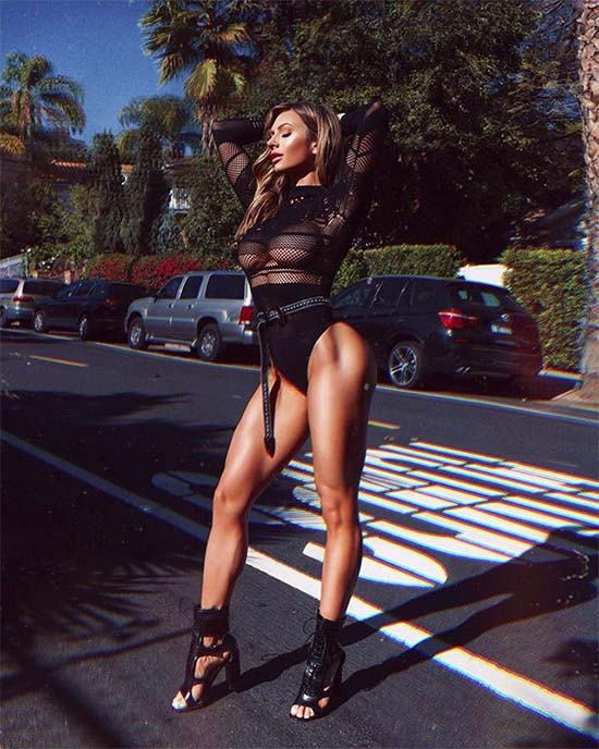 Paige Hathaway Busts Out Her Drool-Inducing Fitness Hotness!