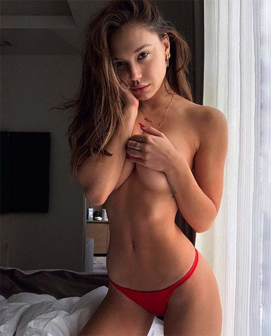 Alexis Ren Topless And Busting Out Her Insanely Sexy Booty