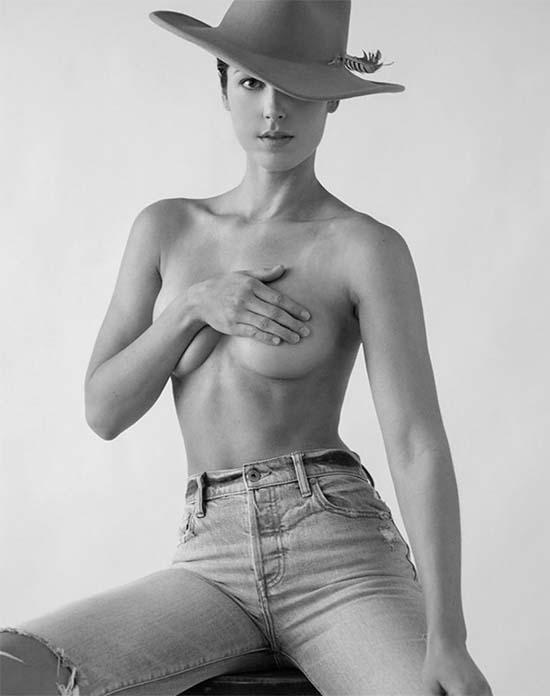 Dana Felt topless