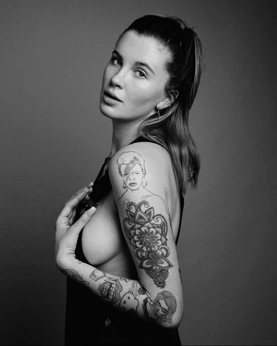 Ireland Baldwin sideboob